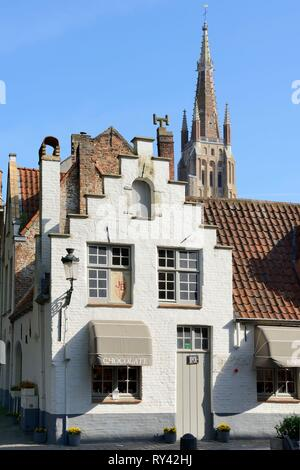 Belgium, Western Flanders, Bruges, historical centre listed as World Heritage by UNESCO, Wijngaard street and Onze-Lieve-Vrouwekerk (Church of our Lady) - Stock Image