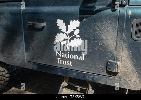 National Trust logo on the side of a land-rover - Stock Image