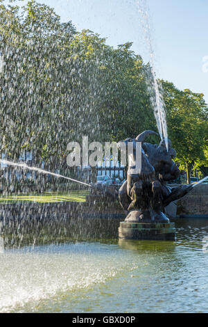 Ornamental fountain, Port Sunlight, Wirral, England - Stock Image