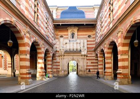 France, Haute Garonne, Toulouse, Capitole square, town hall, Henri 4 courtyard - Stock Image
