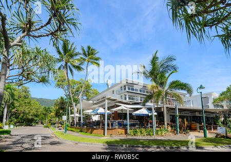 Restaurants on the foreshore of Palm Cove, Far North Queensland, QLD, FNQ, Australia - Stock Image