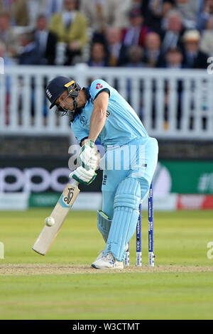 London, UK. 14th July 2019. ICC World Cup Cricket Final, England versus New Zealand; Jos Buttler plays a shot for runs during the super over Credit: Action Plus Sports Images/Alamy Live News - Stock Image