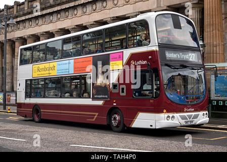 A Lothian Bus advertising a Rembrandt exhibition stopped beside the Royal Scottish Academy, Edinburgh, Scotland, UK. - Stock Image
