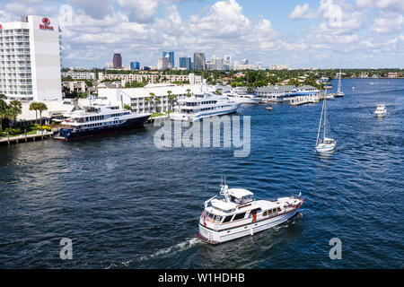 Fort Lauderdale Ft. Florida 17th Street Causeway Bridge view Intracoastal Waterway Stranahan River boat boating waterfront skyli - Stock Image