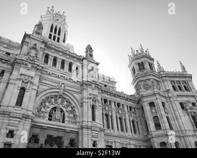 An exterior view of the imposing Palacio de Cibeles or Palace of Communication in the centre of Madrid, Spain. This building houses the City Council and Mayor's Office's. Photo © COLIN HOSKINS. - Stock Image
