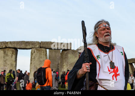 Stonehenge, Amesbury, UK, 21st June 2018,   Arthur Uther Pendragon in front of the stones at the summer solstice  Credit: Estelle Bowden/Alamy Live News. - Stock Image