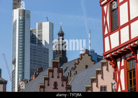 The Ršmer, city hall of Frankfurt am Main, landmark of the city, stepped gable facade, behind, modern bank high of the Commerzbank, - Stock Image