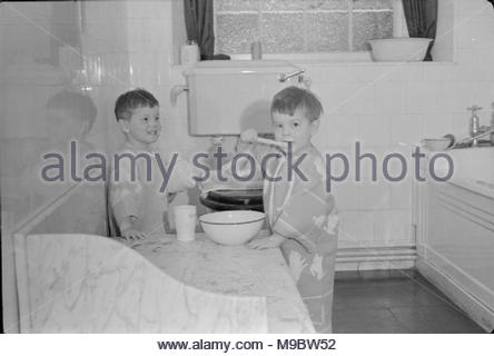 Life at the Tapley Park Children's Home (the Chaim Weizmann Home), Instow, Devon, October 1942 Three-year-old twins Norman and Brian Harris brush their teeth in the bathroom at the Chaim Weizmann Home at Tapley Park, Instow, Devon. This photograph was taken first thing in the morning, so the boys are still in their dressing gowns. - Stock Image
