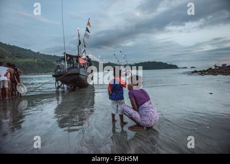 Mother and child, San Hlan, Myanmar. - Stock Image