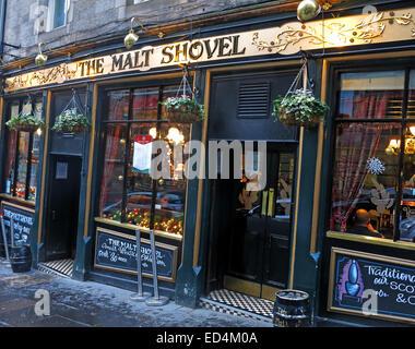 The Malt Shovel, Taylor Walker pub Edinburgh old Town, Scotland, UK in the evening - Stock Image