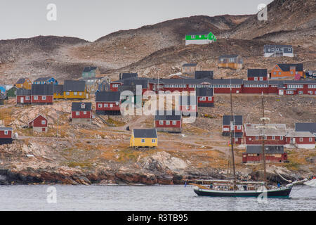 Greenland. Scoresby Sund. Ittoqqortoormiit. Sailing ship and town. - Stock Image