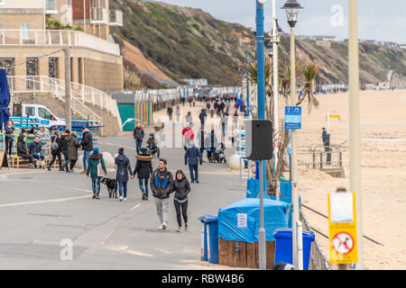 Bournemouth, Dorset, UK. 12th January 2019. People wrapped up warm walk on the promenade in Boscombe in Bournemouth. Credit: Thomas Faull/Alamy Live News - Stock Image