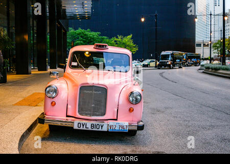 Pink London Taxi, Chicago, Illinois. - Stock Image