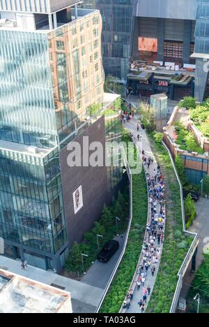 The high line, urban park redeveloped from an abandoned elevated rail line in Chelsea, Manhattan New york city, NY / USA - Stock Image