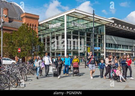 Passengers,leaving,St Pancras International Station,London,England - Stock Image