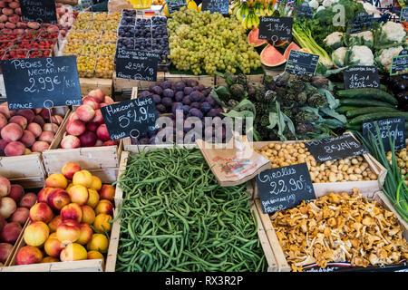 Sanary sur Mer - September 2018: Fresh produce on sale in the market of Sanary sur Mer, France - Stock Image