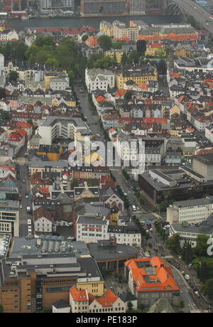 Bergen, Norway - 9 August 2018: The city of Bergen, Norway's second largest city seen from 320meters at the summit of Mount Floien.  The city was for many years the centre of trade between Norway and the rest of Europe and is now usually the starting point to  expeditions into the country. The 900 year old city steams its roots from the Viking age,  with Bryggen (The Hanseatic Wharf) being a remenant from this times and it today home to many of the cities restaurants, pubs, craft shops and museums. Photo: David Mbiyu - Stock Image