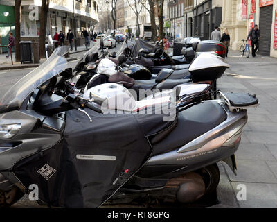 Scooters packed into a tight space for solo motorbikes - Stock Image