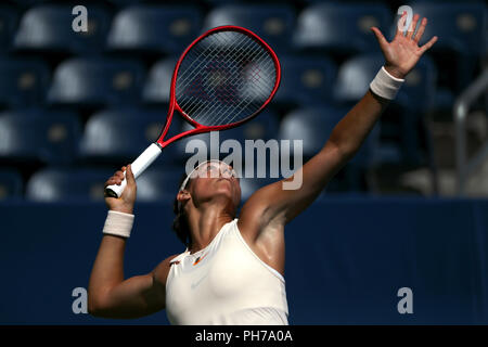 Flushing Meadows, New York - August 30, 2018: US Open Tennis:  Caroline Garcia of France prepares to serve during her second round victory over Monica Puig of Puerto Rico at the US Open in Flushing Meadows, New York. Credit: Adam Stoltman/Alamy Live News - Stock Image