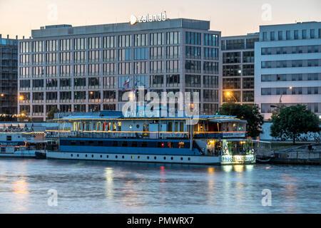 Zalando headquarter Berlin, east side gallery, Hotel boat,  Friedrichshain, Berlin, Germany - Stock Image
