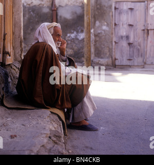 Old man in traditional robes Muharraq Bahrain - Stock Image