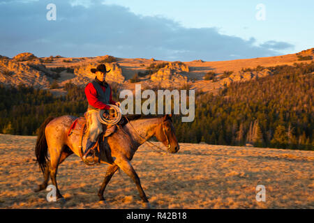 USA, Wyoming, Shell, Cowboy and Horse Riding the Range (MR) - Stock Image