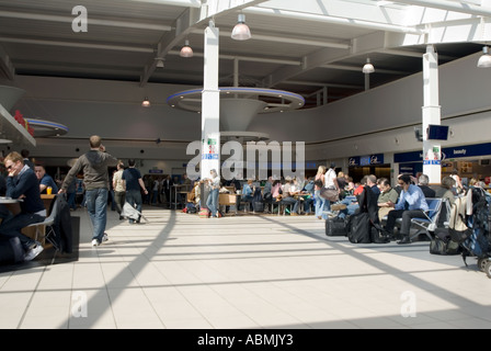 PICTURE CREDIT DOUG BLANE Inside Luton Airport - Stock Image