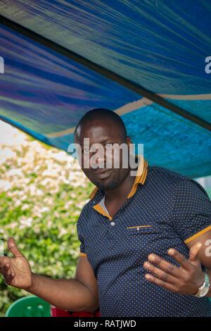 Ugandan man gesticulating with hands - Stock Image