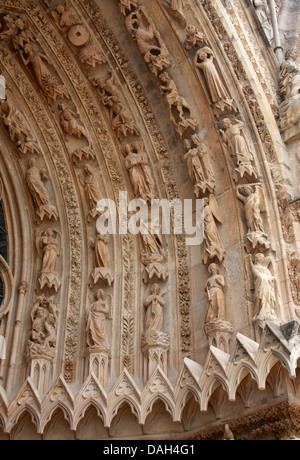 Detail of the Statues on the Central Portal of Reims Cathedral Entrance, Reims, Marne, Champagne-Ardennes, France. - Stock Image
