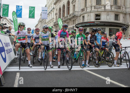 London, UK.  11th June 2017. Final stage of the 2017 Women's Tour of Britain.  The riders line up at the start. - Stock Image