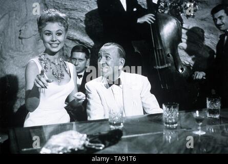 SURPRISE PACKAGE (1960)  MITZI GAYNOR  NOEL COWARD  STANLEY DONEN (DIR)  MOVIESTORE COLLECTION LTD - Stock Image