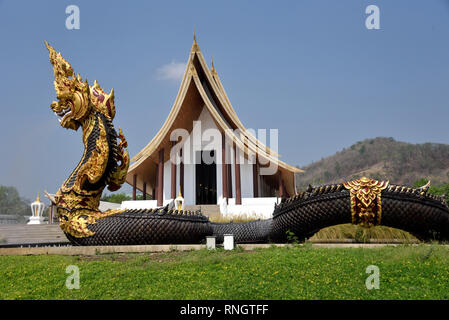 Wat Thamayan - a stunningly beautiful modern temple in Central Thailand - Stock Image
