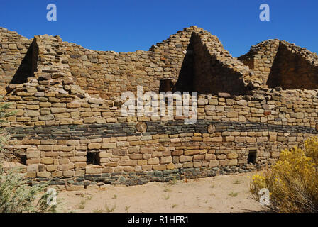 Blue stone wall decoration, Multi-story House blocks, Aztec Ruins National Monument, New Mexico, USA 180927_V_4333 - Stock Image
