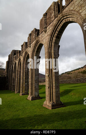Llanthony Priory, in the Black Mountains, Brecon Beacons National Park, Monmouthshire, Wales. - Stock Image
