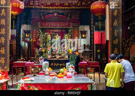 Sin Sze Si Ya Taoist Temple Offerings, Chinatown, Kuala Lumpur, Malaysia.  Oldest Taoist temple in Kuala Lumpur (1864). - Stock Image