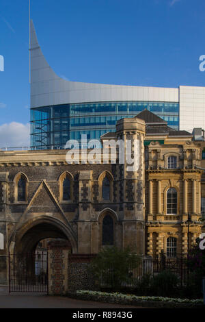 The Blade office block by the River Kennet in Reading, Berkshire viewed beyond the Abbey Gateway - Stock Image