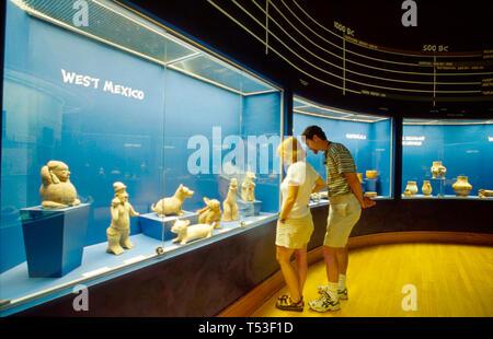 Florida Polk County Lakeland Museum of Art gallery pre Columbian artifacts visitors - Stock Image