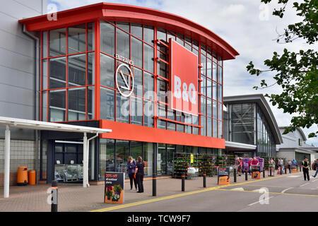 Outside B&Q DIY store, Imperial Retail Park, Hartcliffe, Bristol - Stock Image