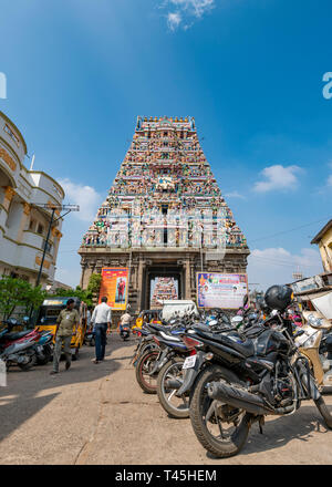 Vertical streetview of Kapaleeshwarar Temple in Chennai, India. - Stock Image