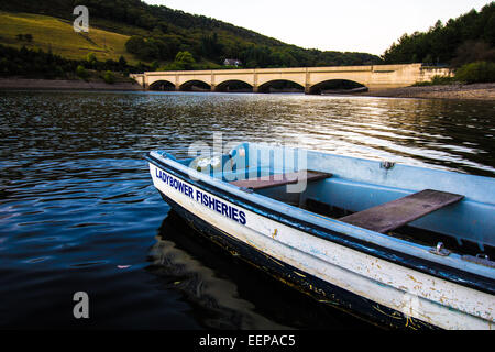Ladybower Fisheries Boat and Viaduct - Stock Image