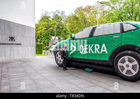 Germany, Berlin-Tiergarten. 9th May 2019.. DEKRA vehicle inspection company installs giant inflatable cars outside  the Baden-Württemberg State Ministry building. The inflated vehicles are part of a road safety campaign to demonstrate a child's view of traffic. credit: Eden Breitz/Alamy - Stock Image
