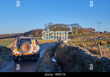 Land Rover on a lane near Chapel-en-le-Frith.  Peak District National Park, Derbyshire, England. - Stock Image