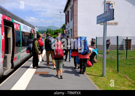 Pilgrim getting off the train, to set off their way to Santiago on the way of St-James, St-jean-pied-de-port, France, June 2019 - Stock Image