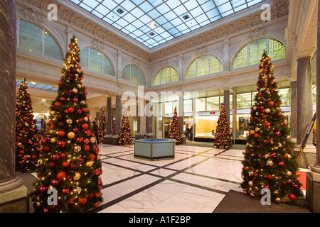 Zurich Bank Credit Suisse interieur christmas tree Zuerich Credit suisse Lichthof - Stock Image