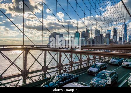 USA, New York, Brooklyn, Brooklyn Bridge, late afternoon traffic - Stock Image