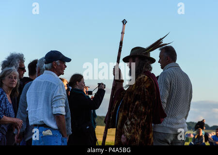 Stonehenge, Amesbury, UK, 20th June 2018,   People chatting and sharing news at the start of the summer solstice  Credit: Estelle Bowden/Alamy Live News. - Stock Image