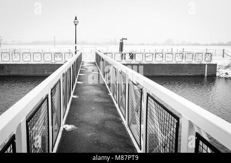Bridge over the River Avon in Winter - Stock Image