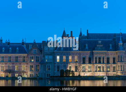 The Hague Netherlands Parliament buildings. In the Blue Room, Blauwe Zaal. Party leaders are conferring the night - Stock Image