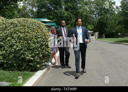 United States Secretary of Housing and Urban Development (HUD) Ben Carson leaves a TV interview at the White House in Washington, DC, U.S. on June 25, 2019. Credit: Stefani Reynolds/CNP /MediaPunch - Stock Image