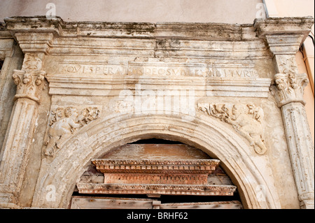 Classical architecture arched carved entrance in limestone - Stock Image